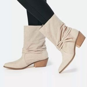 JustFab Zadalia Tan Cream Slouch Booties 8